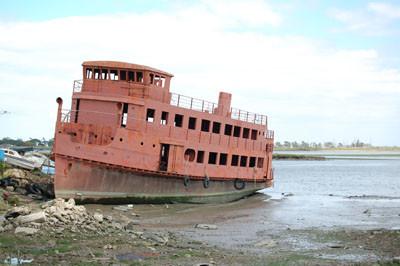barco em ruínas.jpg