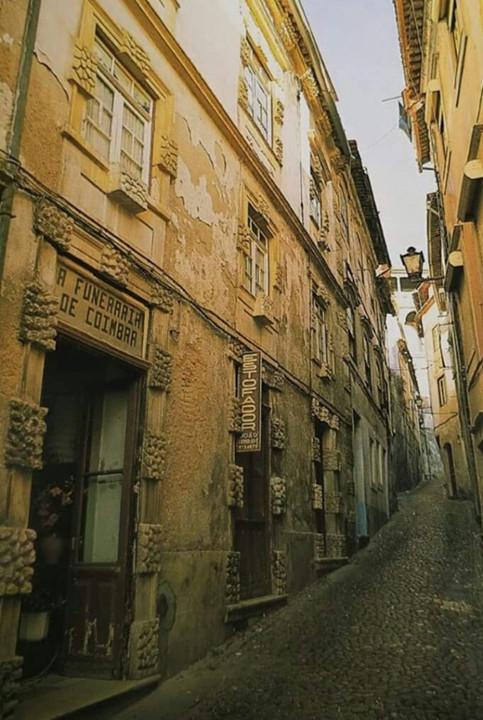 Rua das Covas, casas austeras.jpg