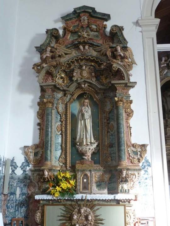 Igreja S. Martinho do Bispo, altar lateral.jpg