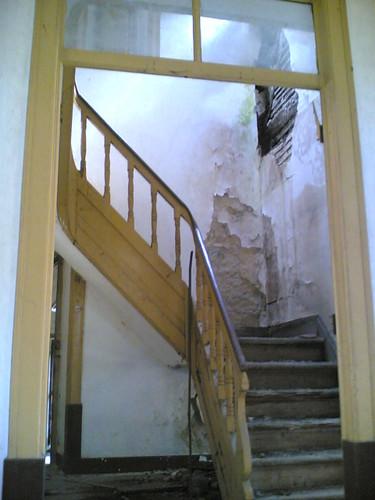 Casa amarela em Santana: Escadas por dentro
