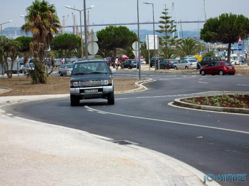 Obras públicas na Figueira da Foz - Zig Zag desnecessário onde condutores cortam a curva em traço contínuo [en] Public works in Figueira da Foz Portugal
