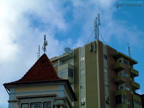 Topo de um edifício antigo vs moderno [en] Top of an building ancient vs modern