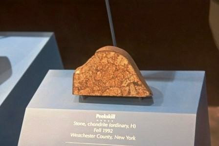 1024px-Peekskill_meteorite_in_Museum_of_Natural_Hi