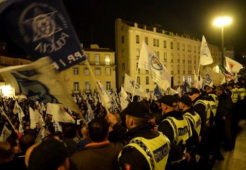 Manifestação de polícias na assembleia da República