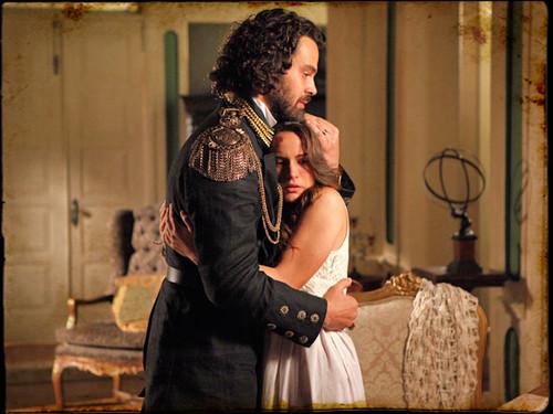 Rei Augusto abraça sua filha, emocionado
