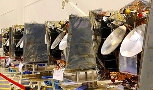 four-of-the-OneWeb-satellites-before-their-transfe