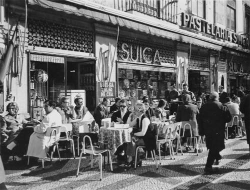 Pastelaria Suiça, esplanada.jpg