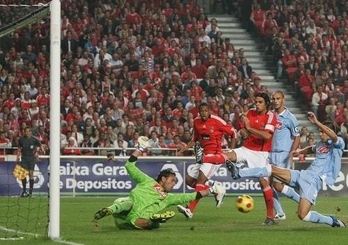 Benfica_2-0_Napoles.gif