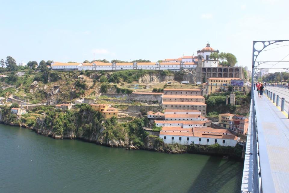 Serra do Pilar - Quartel.jpg