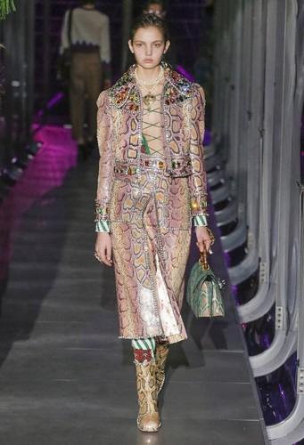 Gucci-desfile-FW17-43.jpg