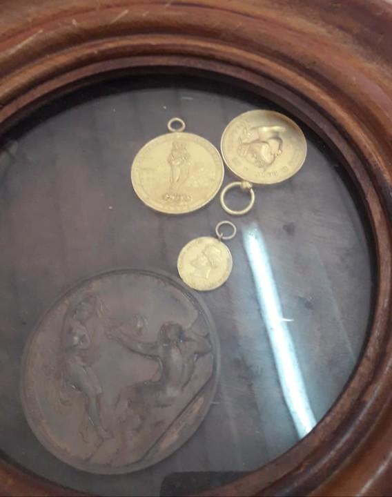 Medalhas Simão Salvador.jpg