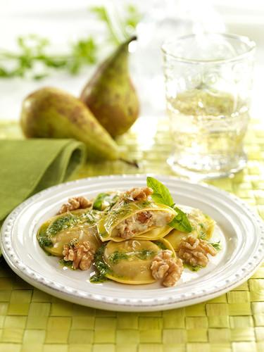 ravioli-de-gorgonzola-pera-y-nueces.jpg
