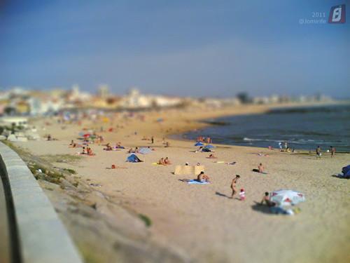 Efeito Miniatura: Pessoas na praia da Fig.Foz