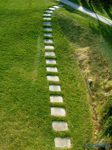 Castelo de Montemor-o-Velho - Caminhos pelo relvado [en] Castle Montemor-o-Velho - Paths on the grass