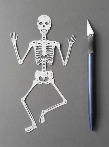 paper-cutting-artist-pippa-dyrlaga-designboom-1.jp