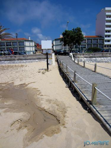 Nascente de água na no areal da praia da Figueira da Foz (1) [EN] Spring of water in the sandy beach of Figueira da Foz