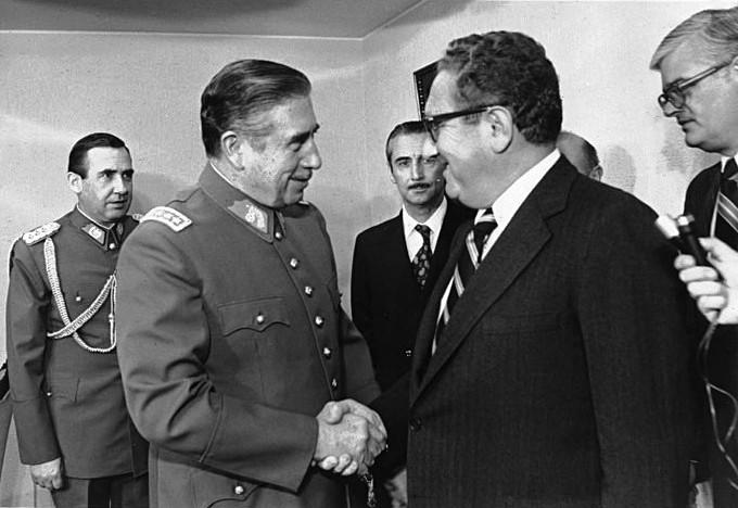 Pinochet_-_Kissinger_1976-01_Wikp.jpg