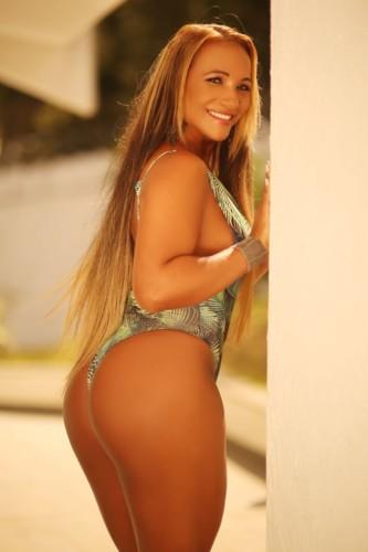 Lady Oliveira 2.jpg