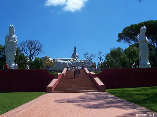 Jardim Buddha Eden - Subida para a estátua deitad
