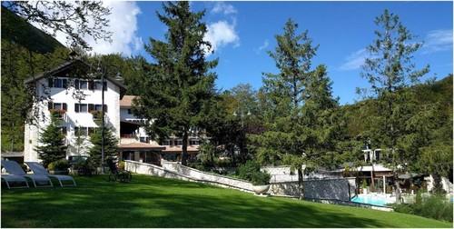 Hotel Rigopiano no Verão antes de ser atingido pela avalanche de neve