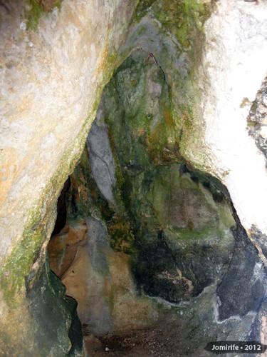 Serra de Sicó: Gruta na rocha