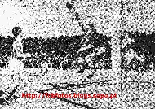 1956-57-torreense-fcb-pinheiro defende.png