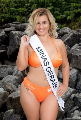 Kelly Moura (Bumbum 98 cm)