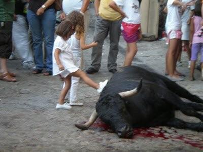 niños-tauromaquia PACMA.jpg