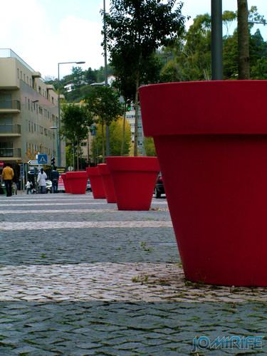 Vasos gigantes vermelhos