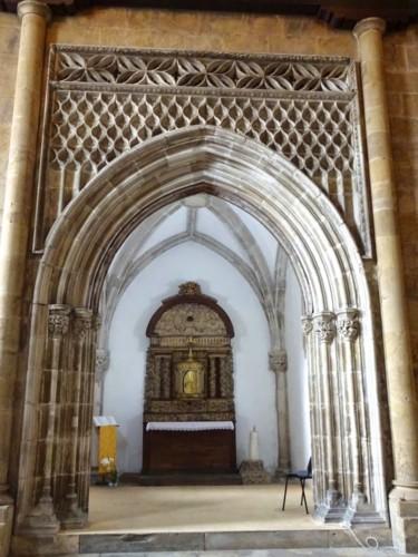 Igreja de S. Tiago. Capela gótica 04.jpg