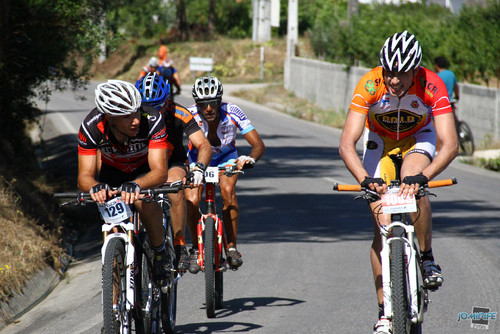 BTT XCM 2012 Montemor (131) Atletas pela estrada