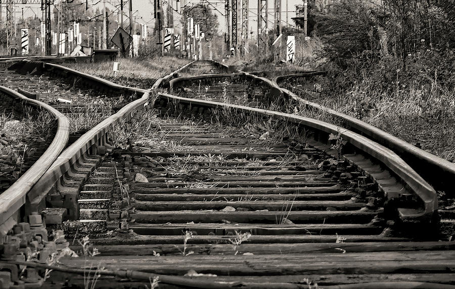 twisted-railroad-tracks-to-somewhere-daniel-hagerm