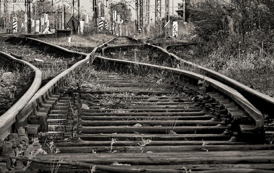 twisted-railroad-tracks-to-somewhere-daniel-hagerm