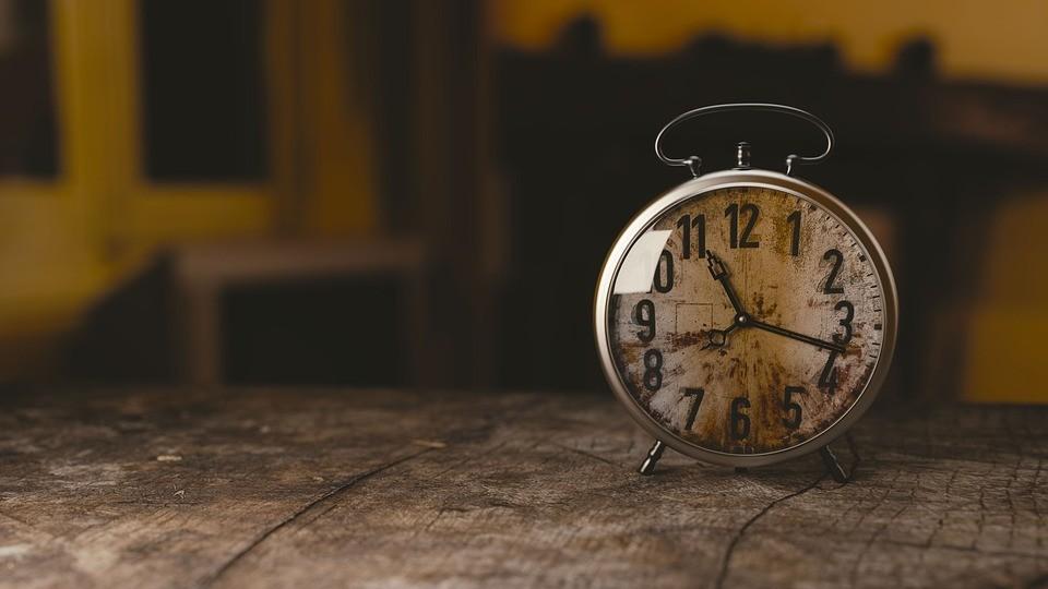Relógios e atrasos (imagem pixabay)