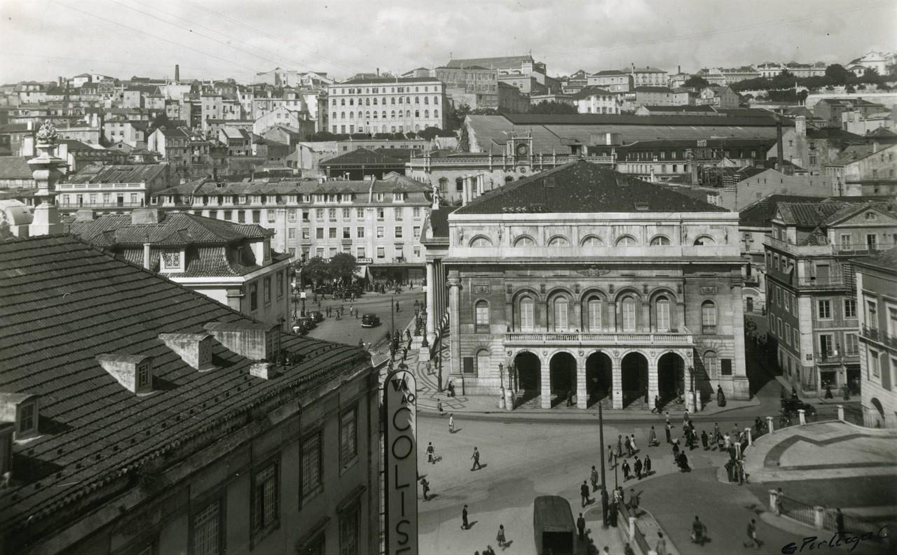 Fachada lateral do Teatro Nacional Dona Maria II,