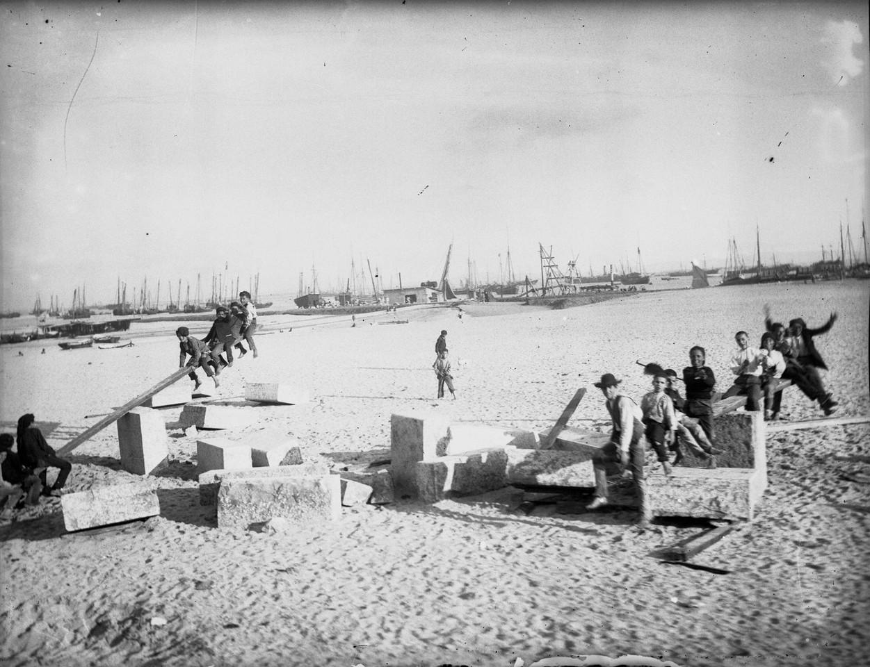 Construção do aterro no Porto de Lisboa, cerca d