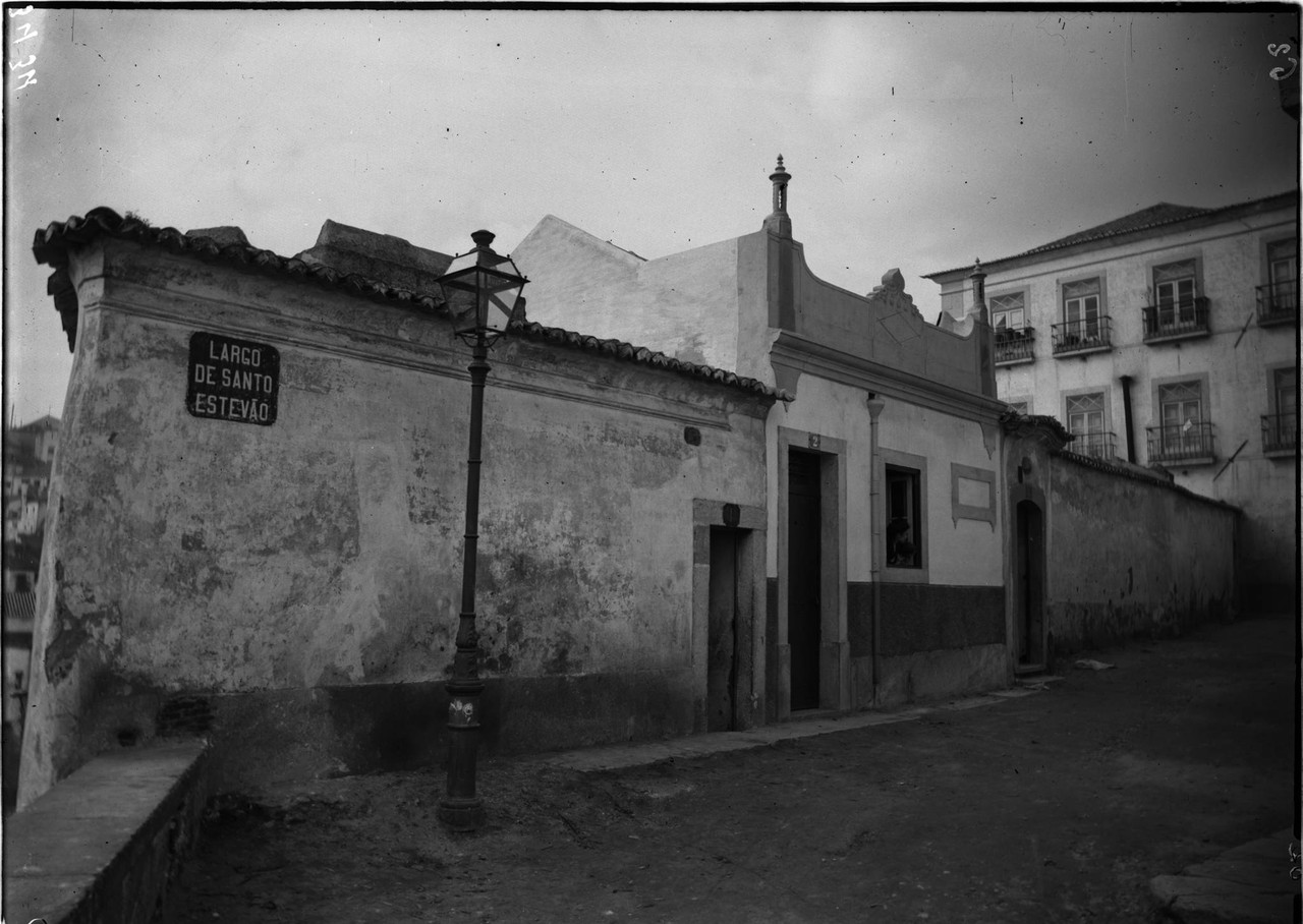 Largo de Santo Estêvão, 1899, foto de Machado &