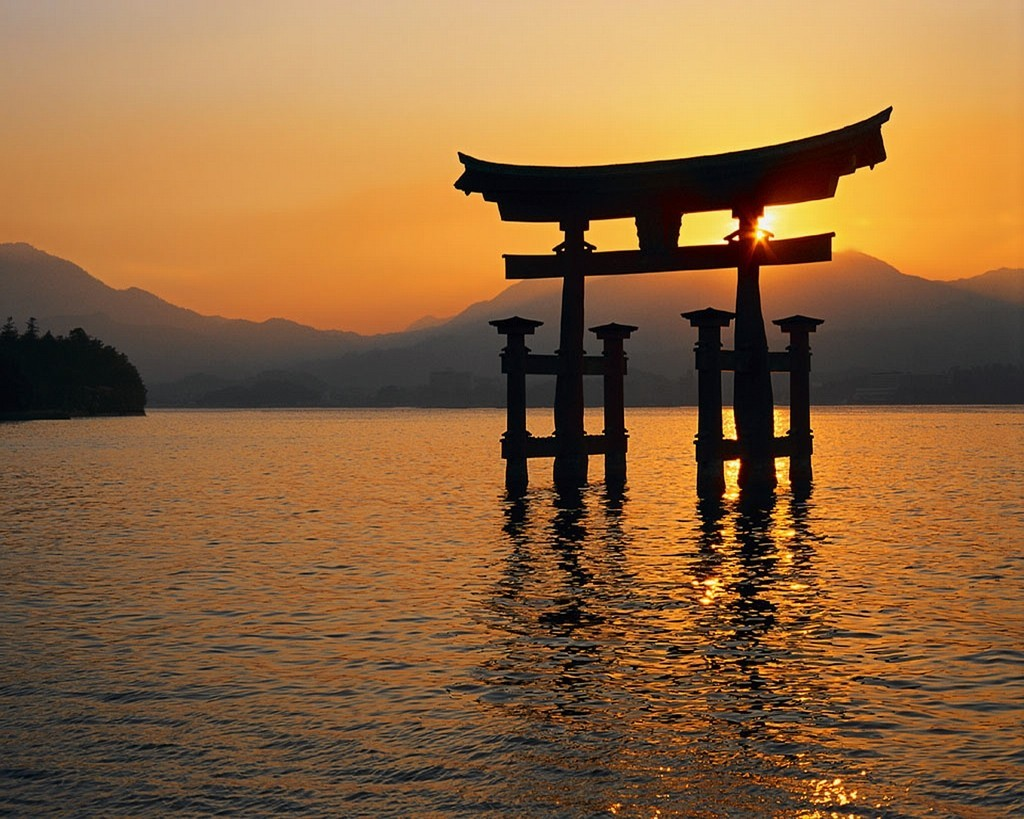 Japan%20-%20Floating%20Tori.jpg