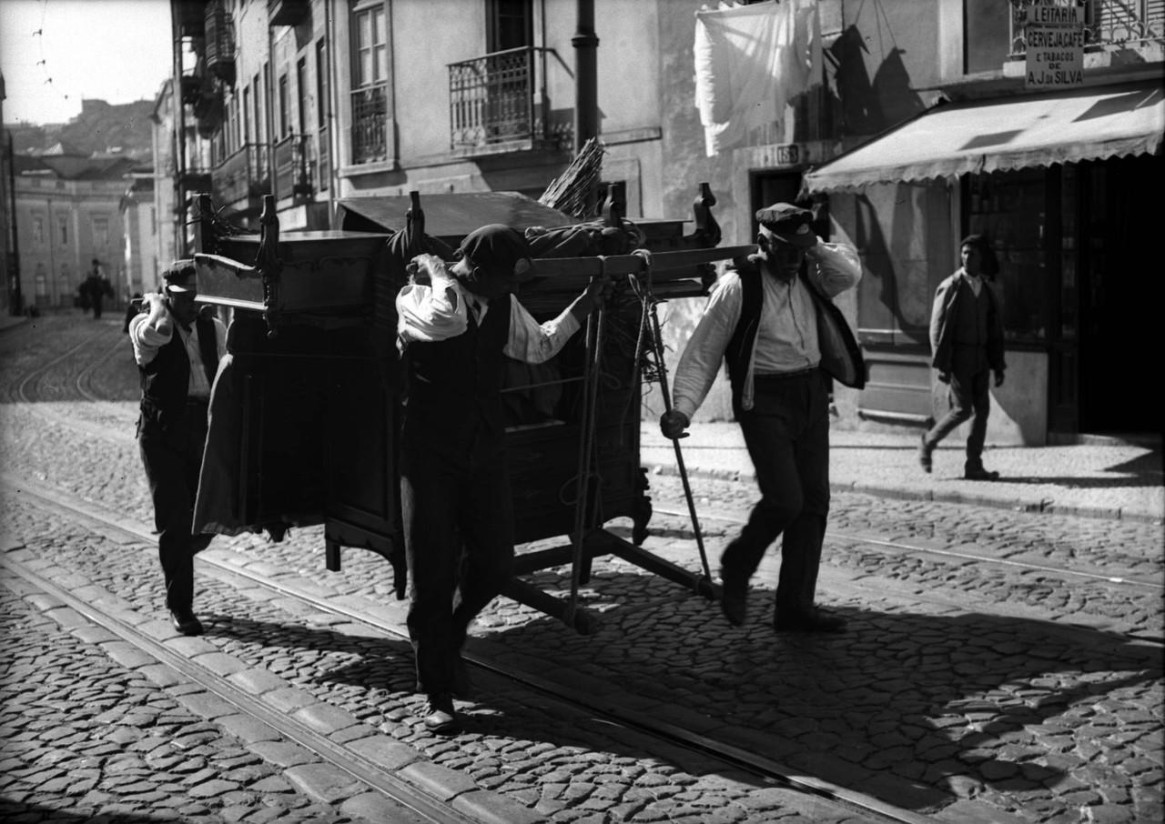 Moços de fretes, sd, foto de Ferreira da Cunha.jp
