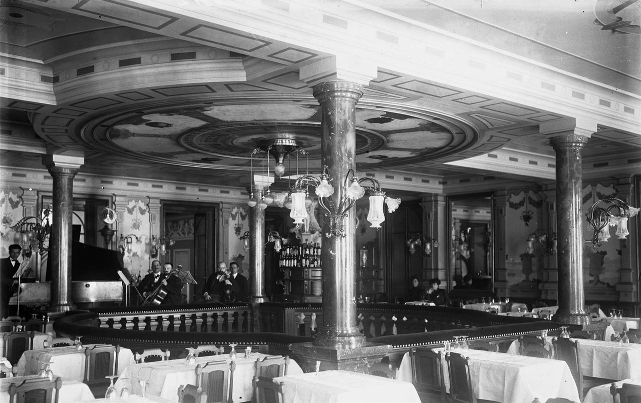 Interior do Café Martinho, 1909.jpg