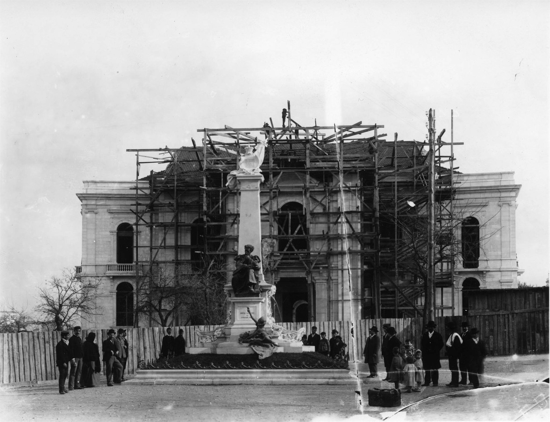 Construção da Escola Médica, e o antigo monumen