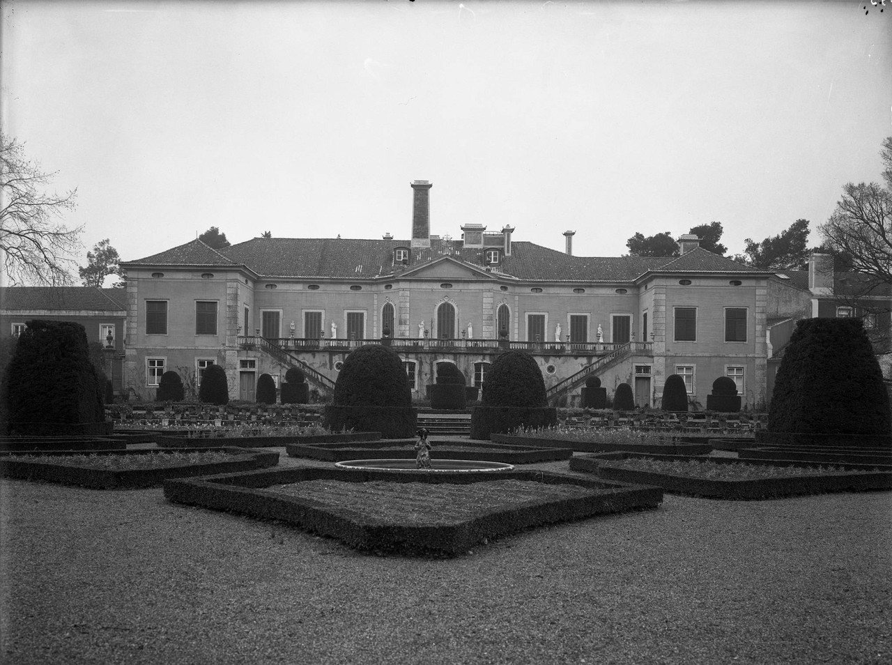 Palácio dos Condes de Farrobo, fachada sobre o ja