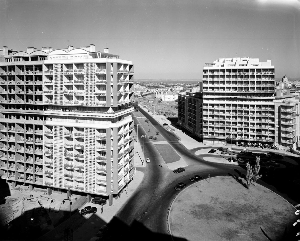 A grande rotunda da Av. dos Estados Unidos, Lisboa (A. Serôdio, 1963)