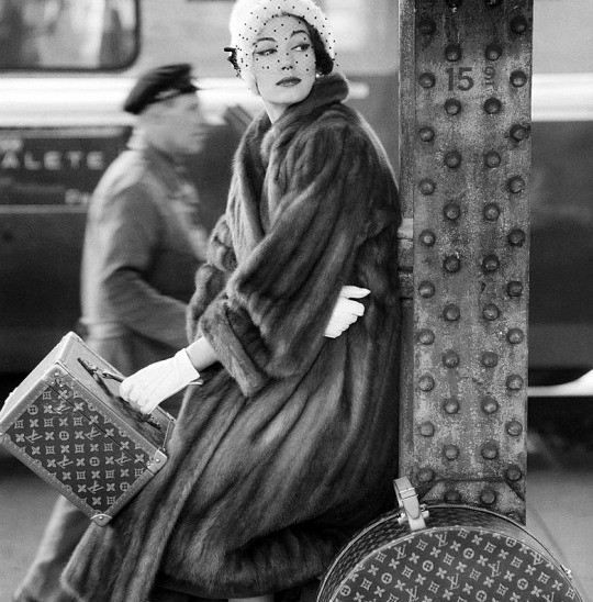 Simone D'Aillencourt por Henry Clarke, 1957.jpg
