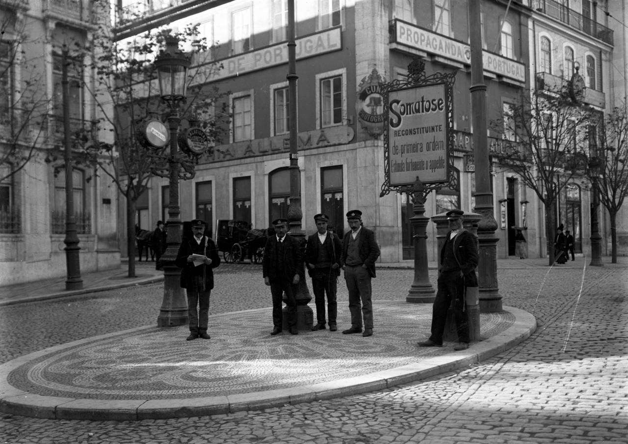 Moços de fretes, 1907, foto de Joshua Benoliel, i