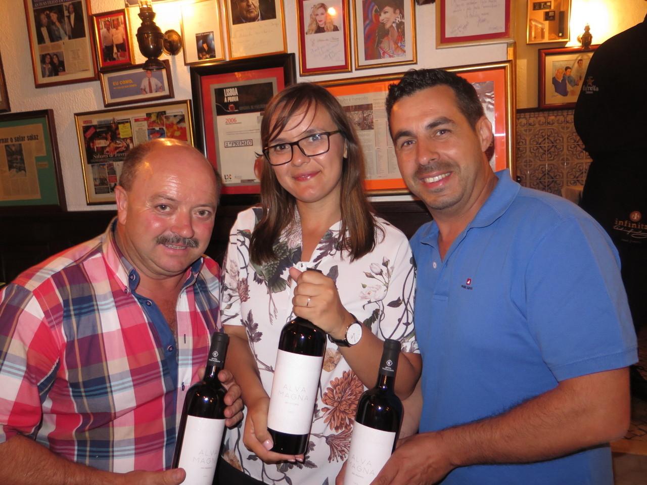 António e Patrícia Figueiredo com o enólogo António Pina