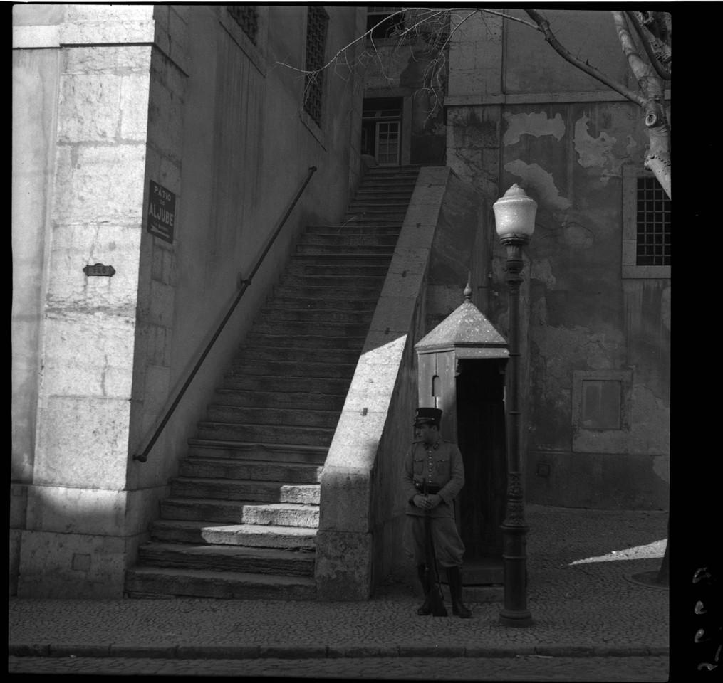 Pátio do Aljube, ant. 1945, foto de Fernando Mart