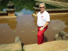Henrique-piscina dos monges em Kandy, Sri Lanka.JP