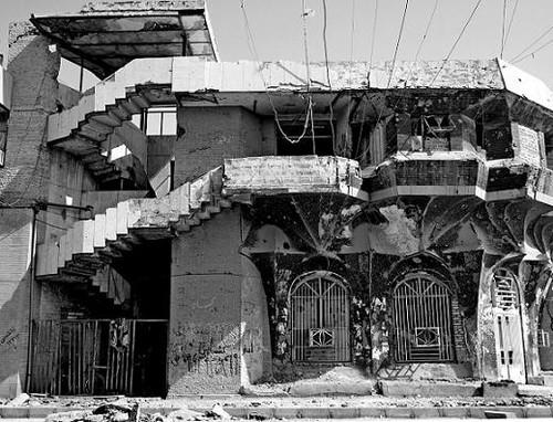 Imagem de destruição na saída do Iraque...