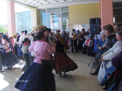 Dançando...